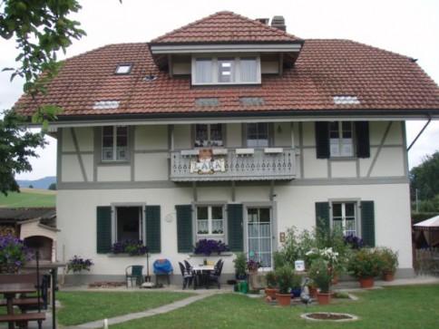 Heimelige 4-Zimmer-Wohnung mit viel Garten in ruhiger Gegend