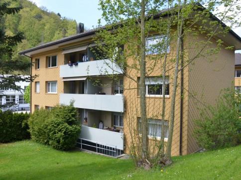 Kapital-Anlage!! Klassisches MFH mit 6 Wohnungen + 10 Garagen