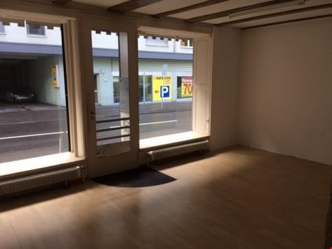 Ladenlokal im EG, ideale Lage, direkt an Hauptstrasse + ÖV