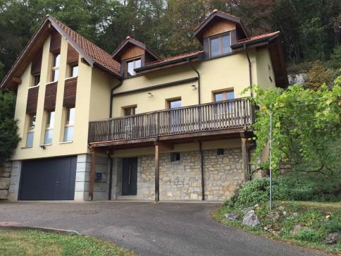 Maison familliale dans un cadre ydillique a 10 min. de Neuchâtel.