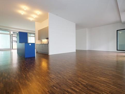 Modernes und helles Wohnatelier / Loft in kreativer Umgebung