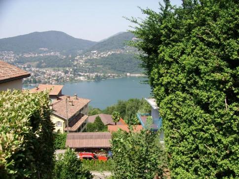 Montagnola, grande appartamento 3.5 locali con giardino e vista lago