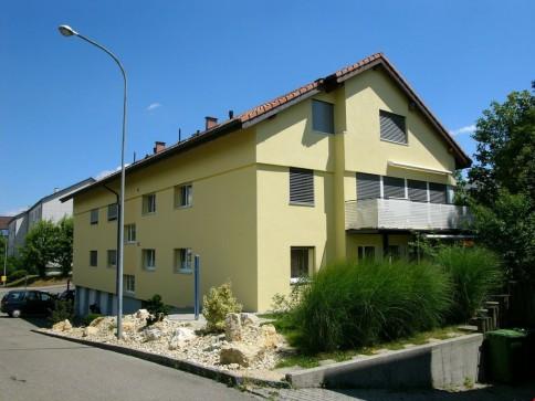 Neu ausgebaute geräumige Dachwohnung in ruhigem Quartier