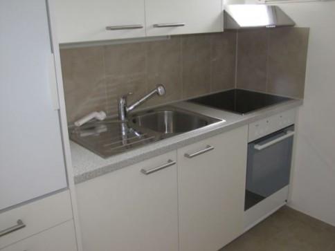 Neu renovierte 2.5-Zimmerwohnung an ruhiger Lage