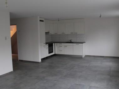 Neuwertige 3-Zi-Wohnung mit Gartenanteil