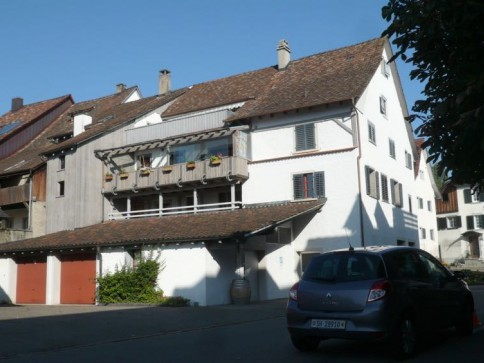 Renovierte 5 1/2 Zi Whng in historischem Zentrumshaus. 1. OG