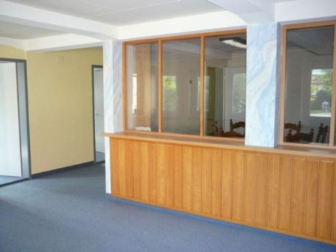 Renovierte, zentral gelegene Büros