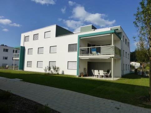 ruhig gelegene, sonnige 3.5 Zimmer-Parterre-Wohnung in Neubau