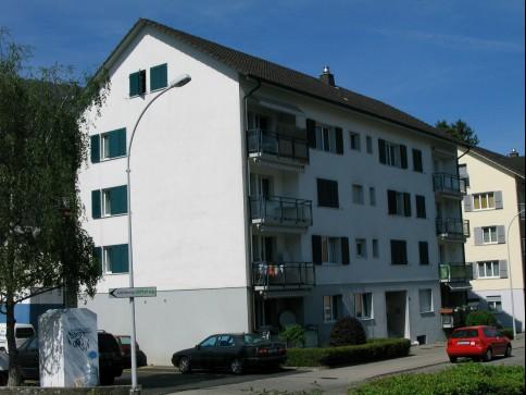 Schöne 2-Zimmer-Dachwohnung an ruhiger und zentraler Lage