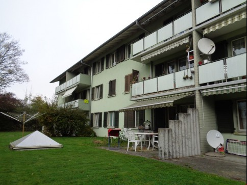 Schöne 4-Zimmer Wohnung mit Balkon zu vermieten