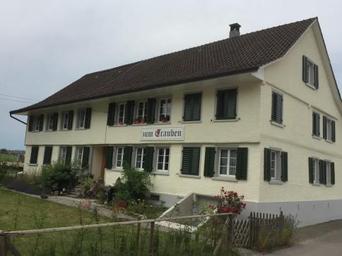 Spezielles Ambiente in Landhaus (4.5 bzw. grosse 3.5 Zimmer Whg.)