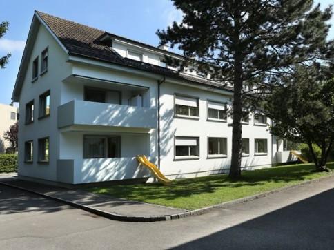 Wohnen im Grünen – grosszügige 4.5-Zimmerwohnung in Riehen