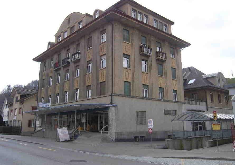 Wohnung Mieten Herisau: Zentrale 4 1/2 Zimmer Wohnung .