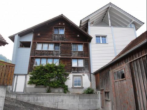 zwei Doppeleinfamilienhäuser an idyllischer Lage