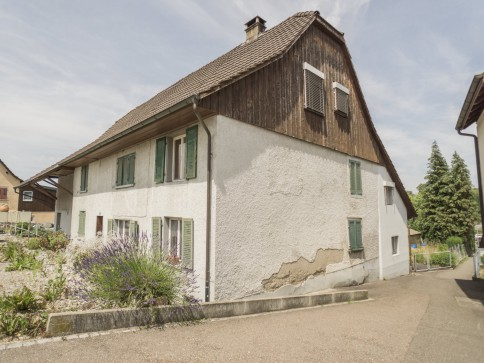 Zweifamilien- bzw. Generationenhaus mit Baulandreserve