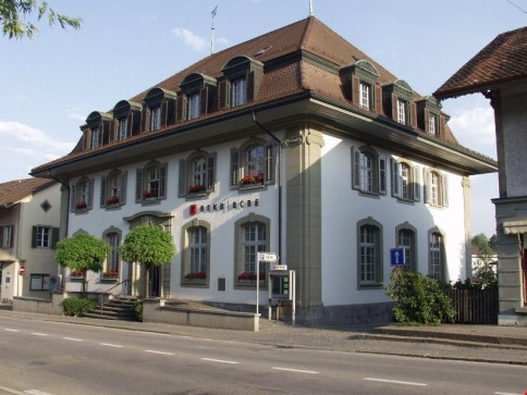 """Im Zentrum"": gut ausgebaute Büro-/Praxisräume im 1./2.OG (ca. 442 m2)"