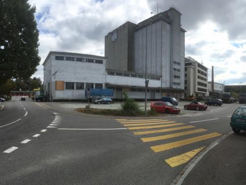 3000 m2 Parkplatz zu vermieten