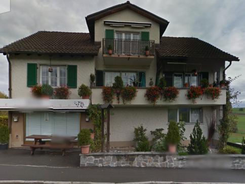 4-Zimmer Dachwohnung im Dorf Hirzel