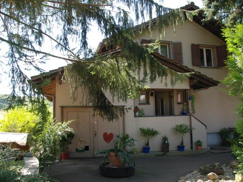 7.5 Zimmer Familienhaus / 2-Generationenhaus mit herrlichem Umschwung