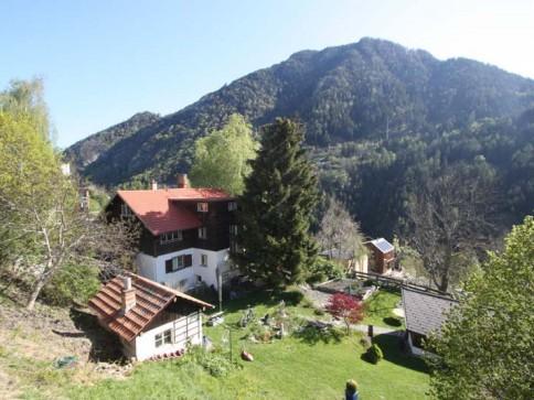 9-Zi.-Bauernhaus-Chalet mit grossem Garten