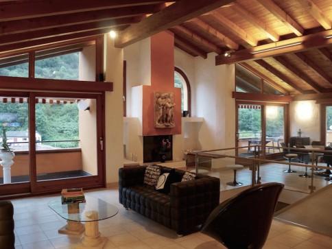 AFFARE! Bella Casa in Stile Toscano, Grande Terrazza e Vista Aperta!