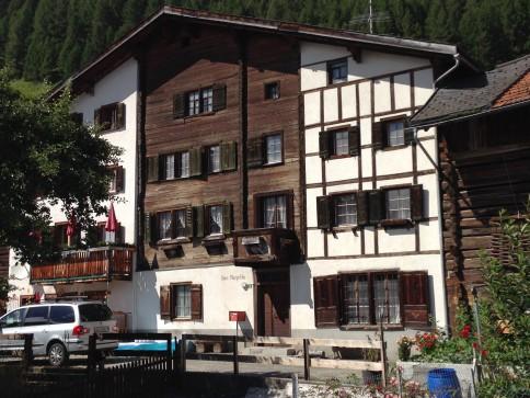 Altes Bauernhaus (2/3-Teil) im Dorfkern von Lain, Region Lenzerheide