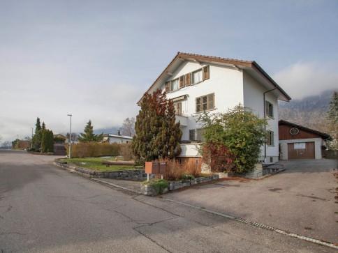 Attraktiv gelegenes, sanierungsbedürftiges Zweifamilienhaus