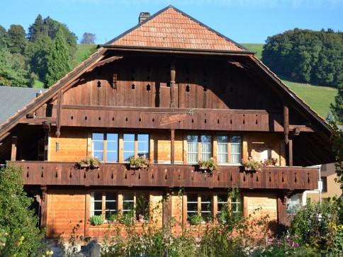 Bijoux: 3.5 Zimmerwohnung in romantischem Bauernhaus