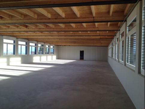 Bureaux, locaux de 415 m2 divisibles à partir de 80 m2 à louer à Nyon