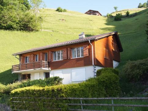 Chalet mit Blick über das Dorf Engelberg