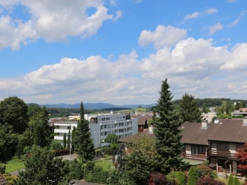 Dach-Eigentumswohnung mit schöner Aus- und Weitsicht zu vermieten