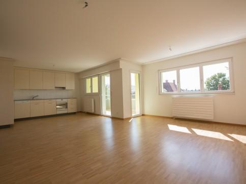 Erstvermietung nach Renovierung 2.5 Zimmerwohnung