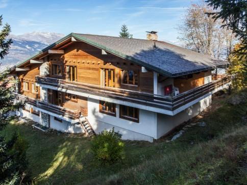 Exklusive Chalet-Villa mit einmaliger Fernsicht