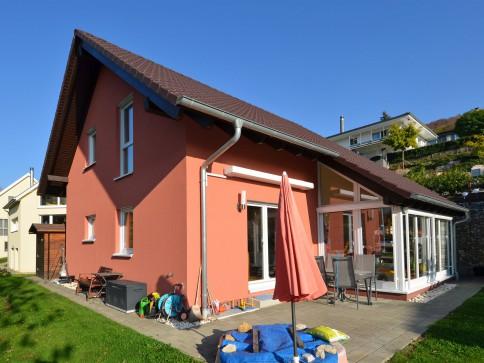 Freistehendes 4.5-Zi' Einfamilienhaus an erhöhter Lage