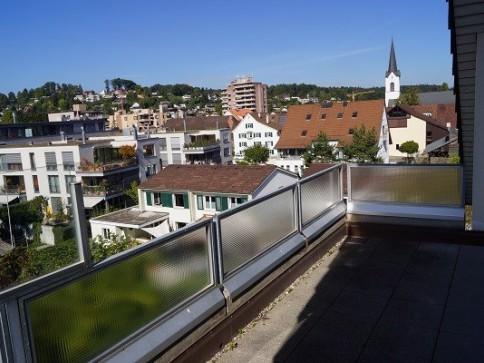 gemütliche, sonnige 3 1/2 Zimmer Wohnung mit schöner Aussicht