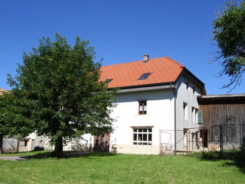 Grande maison rurale, partiellement rénovée