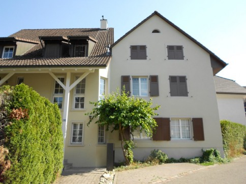 Grosse 4-Zimmer-Wohnung mit Gartensitzplatz im Herzen von Giebenach