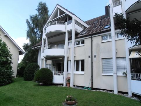 Grosszügige 4,5 Zi-Wohnung in ruhigem 6-Familienhaus