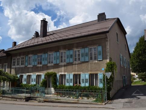 Habitation mitoyenne, Le Lieu