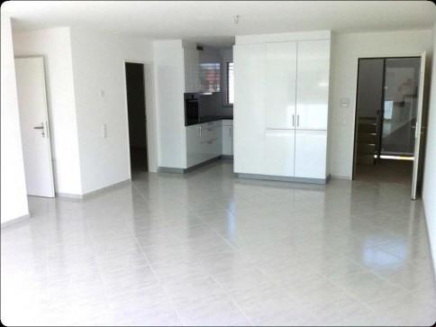 helle 3.5-Zimmerwohnung in einem Neubau / Super Preisleistung