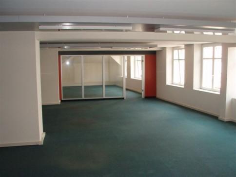 Helle Büroräume im urbanen Kreis 4!