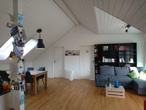 Helle, moderne 2,5 Zimmer Wohnung an ruhiger Lage,