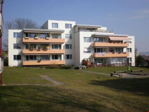 Helle und freundliche 4.5 Zimmer-Wohnung mit Balkon