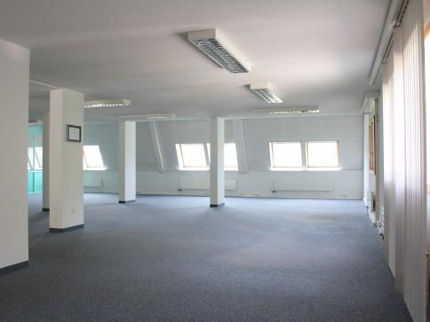 Helles Büro an ruhiger Lage