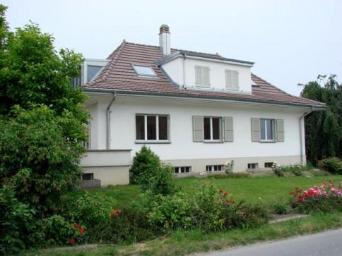 Hübsche Wohnung in schönem Landhaus mit Gartenanteil