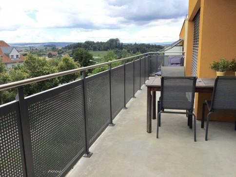 Moderne 4.5 ZI-Wohnung & neben dem Könizbergwald