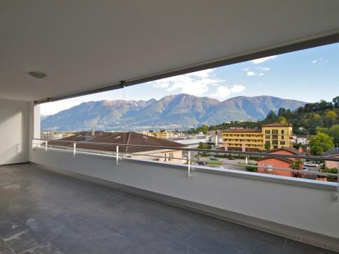 Moderne Duplex Wohnung mit zwei Terrassen in Losone