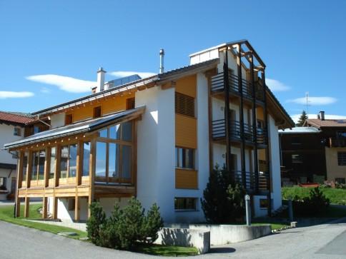 Möblierte 3.5 Zimmer-Dachwohnung mit Galerie + 4 Balkone, Val Lumnezia