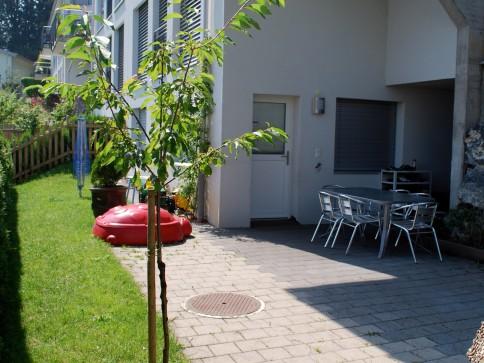 Neuwertige 3.5 Zimmer Gartenwohnung mit toller Aussicht