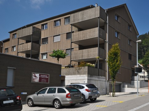 Neuwertige 4.5 Zimmerwohnung an guter Wohnlage!
